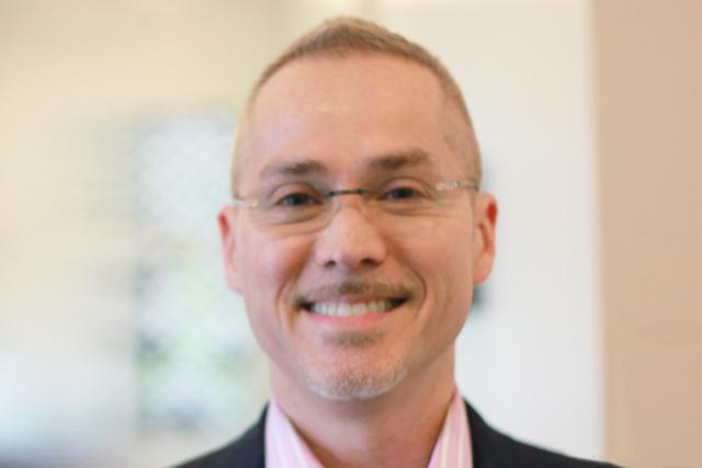Headshot of Robert Murayama-Greenbaum