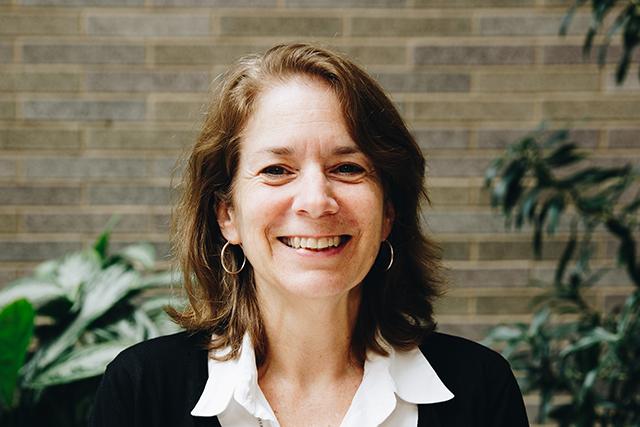 Headshot of (English) Diane Hauser