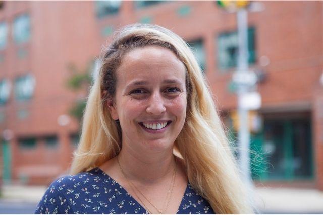 Headshot of Lauren Hollender